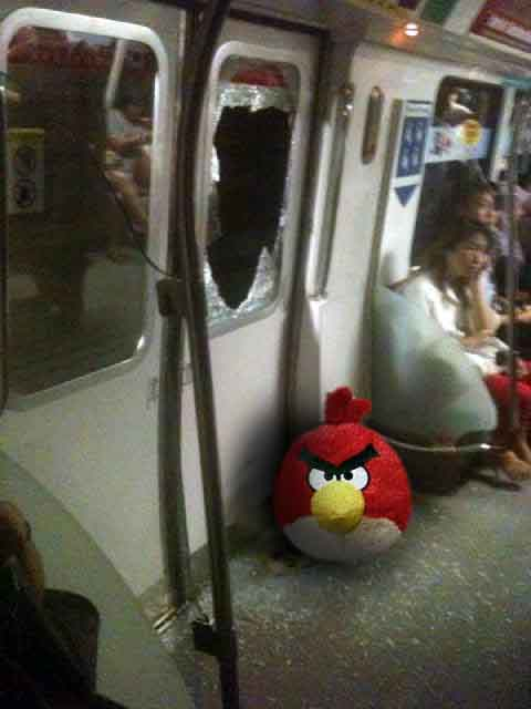 Angry Bird LIVE! Only on SMRT trains!