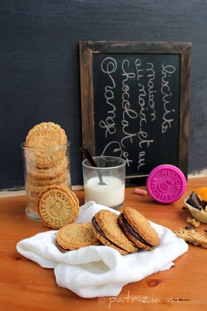 Biscottini alle noci farcite con cioccolato e arancia
