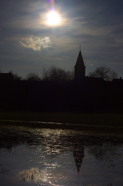 slb-eglise-contre-jour-reflet.jpg