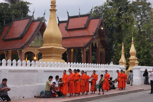 20120131_3278_monks-procession