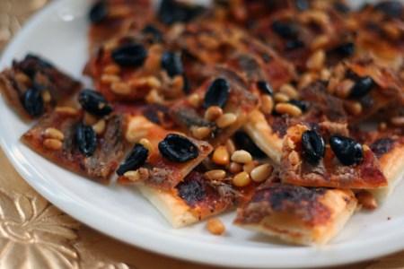 blätterteig mit sardellen & oliven