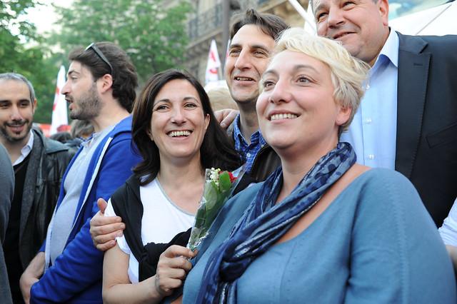 La députée PS Sandrine Mazetier muguet en main - © Razak