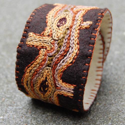Studio Paars embroidered felt cuff wood nature tree geborduurde armband vilt hout boom natuur