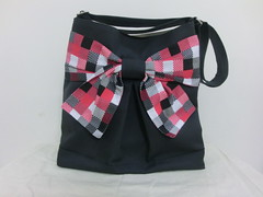 Pretty bow bag in dazzling black
