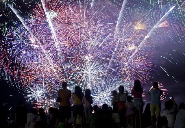 Crowd w: Fireworks 2