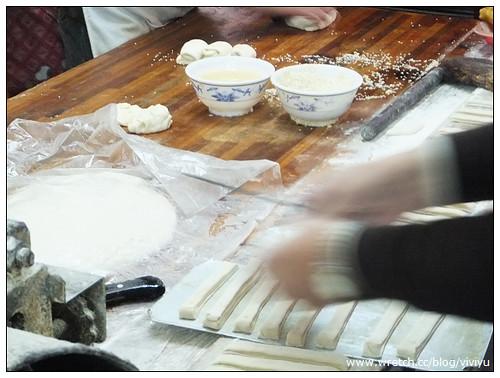 [美食.桃園]南門市場李燒餅.油條~文化街燒餅.晚來吃不到 @VIVIYU小世界
