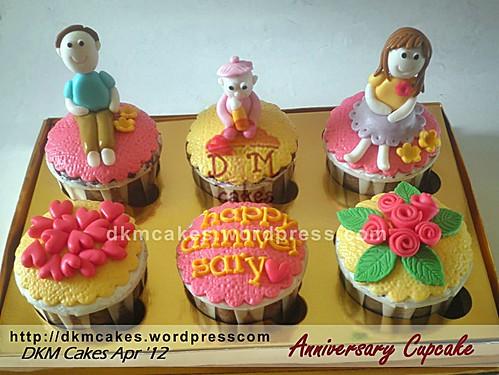 DKMCakes, kue ulang tahun jember, pesan blackforest jember, pesan cake, anniversary cupcake