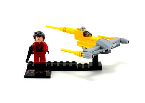 9674 Naboo Starfighter & Naboo - Pilot & Fighter