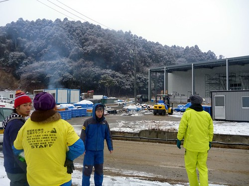 牡鹿半島の小渕浜でボランティア(ボランティアチーム援人) Volunteer at Oshika Peninsula, Miyagi pref. Deeply Affected by the Tsunami of Tohoku Earthquake