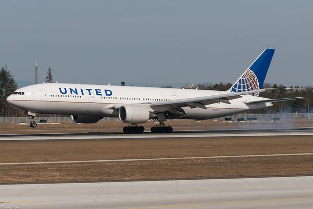 United Airlines Boeing 777-222 N771UA (79398)