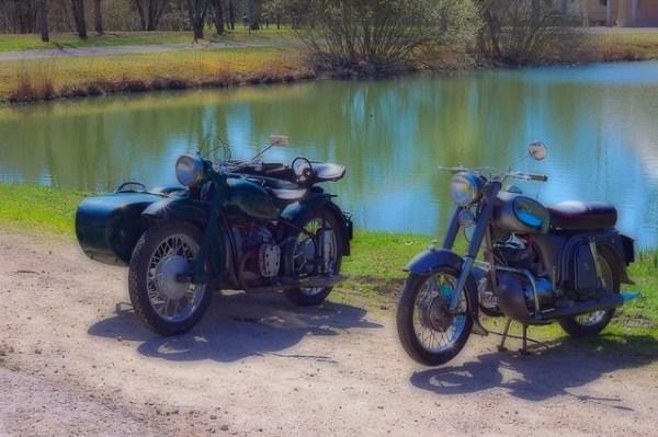 Motos anciennes - side-car BMW, Peugeot