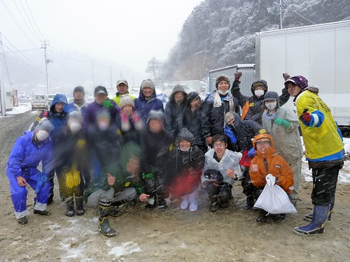 牡鹿半島の小渕浜でボランティア(ボランティアチーム援人) Volunteer at Oshika Peninsula, Miyagi pref. Deeply Affected by the Tsunami of Tohoku Earthquake