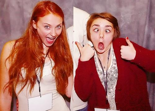 Arya y Sansa caras raras