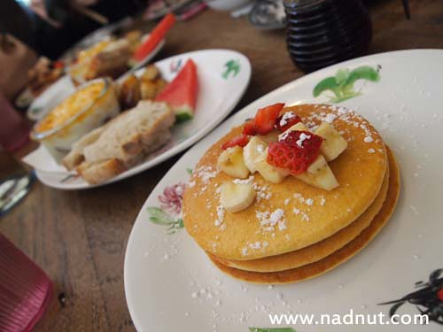 Singapore Lifestyle Blog, Singapore Food Blog, nadnut, mystery makan, mysterymakan, Brunch places in Singapore, Singapore Brunch Places, Best places for Brunch, Epicurious, Epicurious Review, Review of Epicurious, Epicurious Brunch, Rider's Cafe, Hatched, Bloggers, theiceangel, daintyflair, theluckiestchick, Fidelis, Jacelyn, Esther, Breakfast Places in Singapore