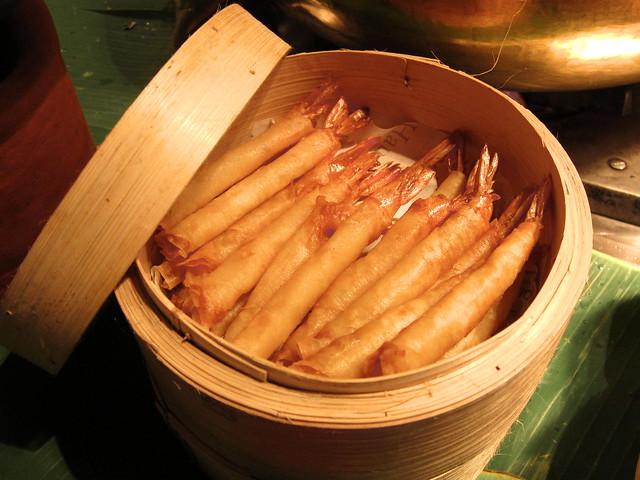 Golden crispy prawn rolls