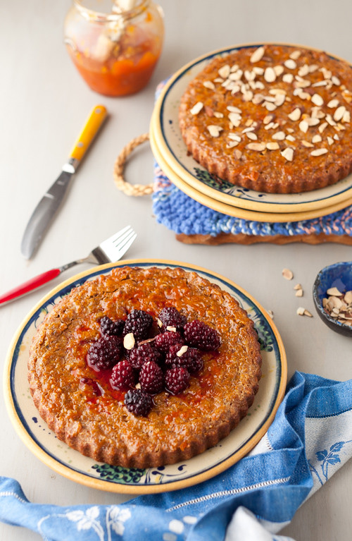 Healthy Banana-Carrot Cake with Walnuts with Blackberries (no sugar, no butter)