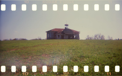 Schoolhouse_con_sprocketholes
