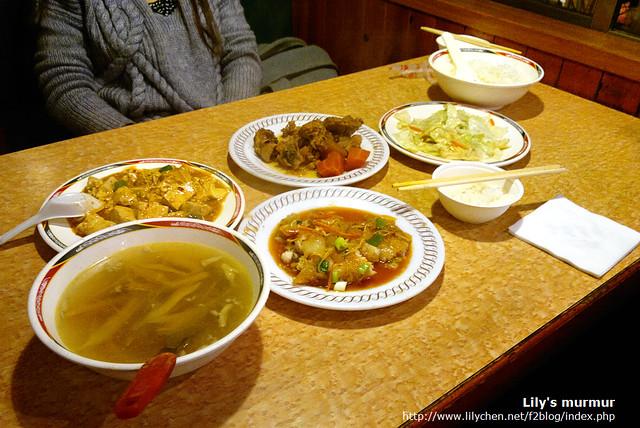 這是我們點的菜,小份但夠兩個人吃了。味道不錯喔!!