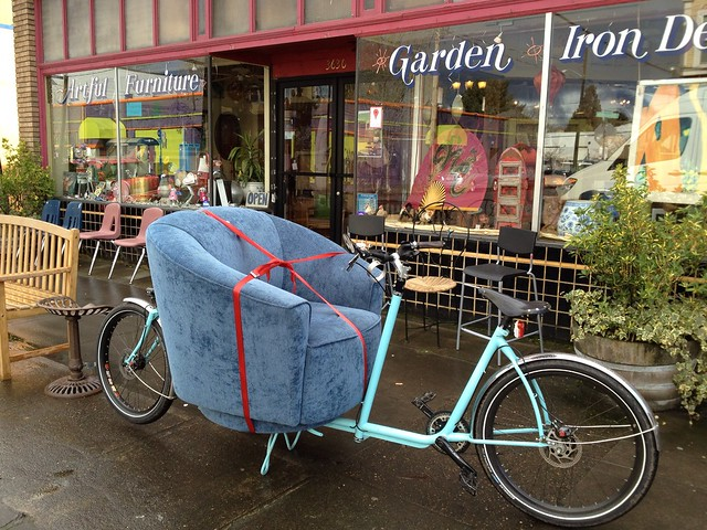 Picking up a chair with the Metrofiets