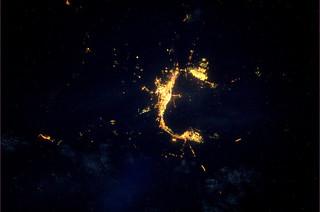 Wolgograd, een heel herkenbaar hoefijzer in de nacht