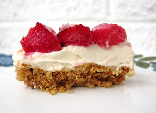 Rhubarb & Mascarpone Cheesecake