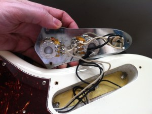 New Fender AV 62 Jazz incorrect wiring? | TalkBass