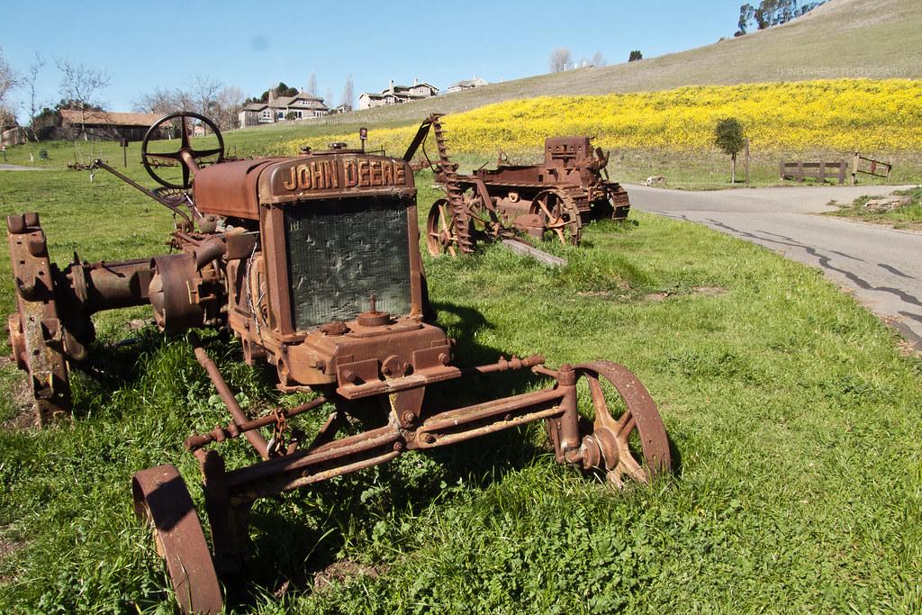 Vintage tractor by John Deer, Garin dry creek Pioneer regional park