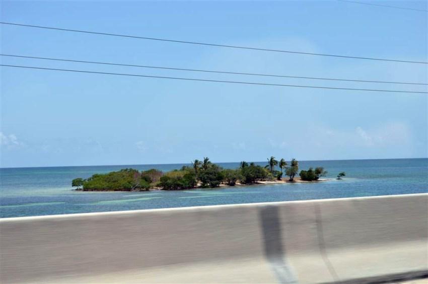 A ambos lados de la carretera se ven vírgenes y paradisíacas islas de ensueño. Florida Keys, carretera al paraíso (mejor con un Mustang) Florida Keys, carretera al paraíso (mejor con un Mustang) 7214478440 7ba34a2a9e o