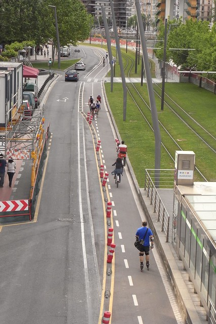 carril bici cerca Torres isozaki Atea Bilbao