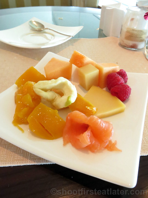 fruits & cheese