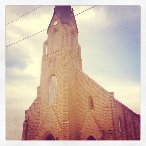 Small town churches epitomize the country in this area. They are everywhere. Even where there are no towns.