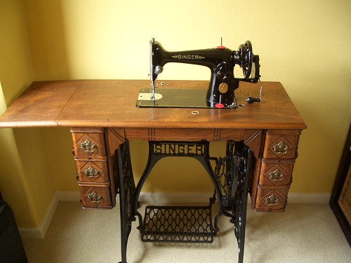 Victorian Singer Treadle Table with 201