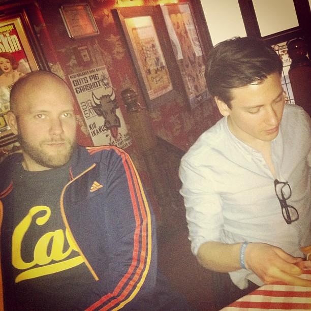 Fredrik Wass (initiativtagare till #blogg100) och Mattias Swenson (grundare av Bloglovin) på White Trash Fast Food i Berlin förra året