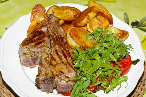 Lamb chops with sautéed potatoes and salad by La belle dame sans souci