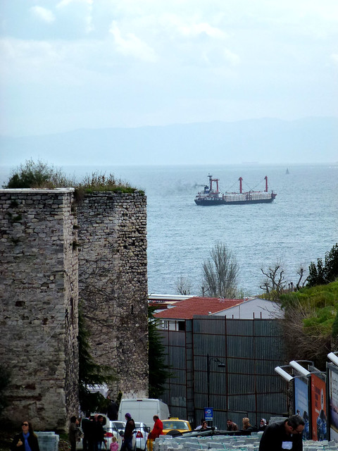 Istanbul - avril 2012 - jour 2 - 110 - İshak Paşa caddesi et Mer de Marmara