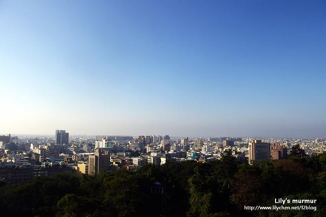 這是在觀景台上拍到的彰化市區鳥瞰風景。那天正好有個大藍天。