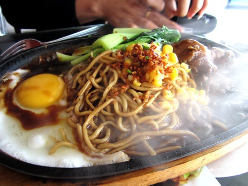 NoodleHouse sizzling braised chicken noodles 1
