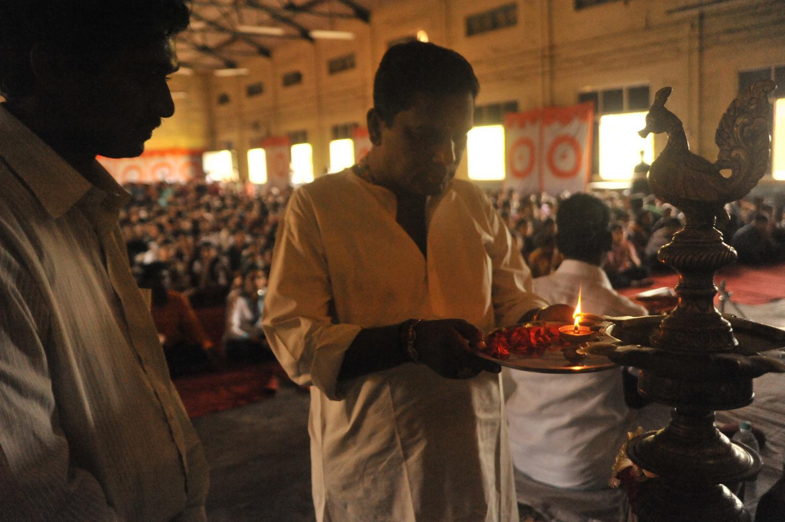 Vid. Mambalam Siva (Nadaswaram) lighting the lamp