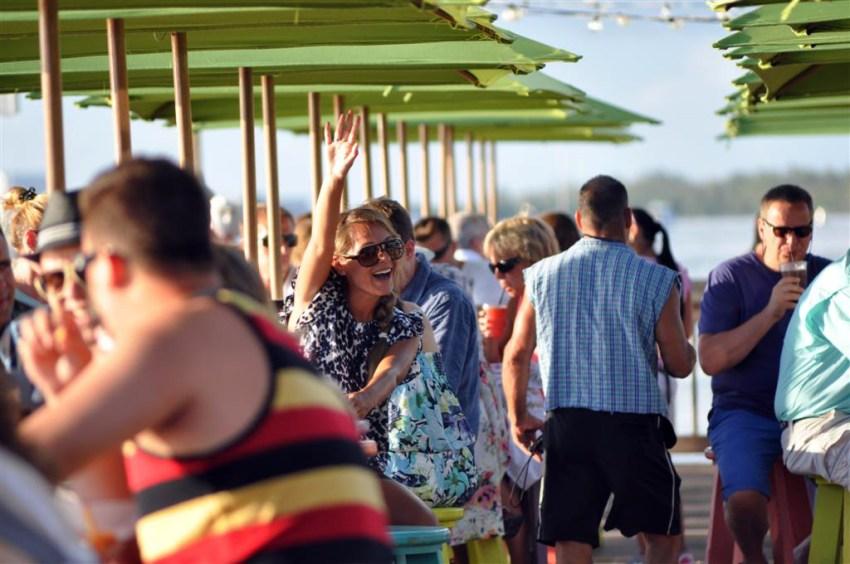 El Mallory Pier es el lugar ideal para ver las puestas de sol más increíbles mientras tomas un cóctel