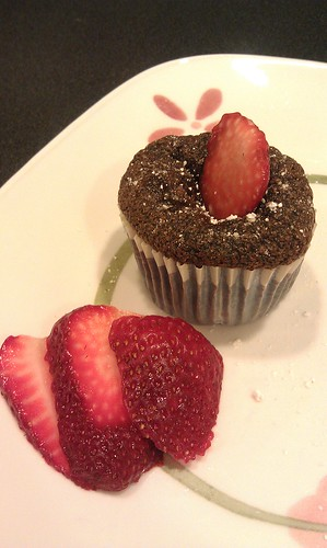 Chocolate custard w/Strawberries by pipsyq