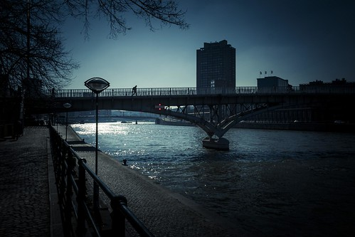 When Everything is Blue (Passerelle, Liège) - Photo : Gilderic