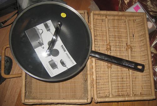 20120519 - yardsale booty - useful - kitchen - frying pan, picnic basket - IMG_4221