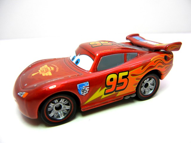 disney cars 2 tomica party mcqueen (2)