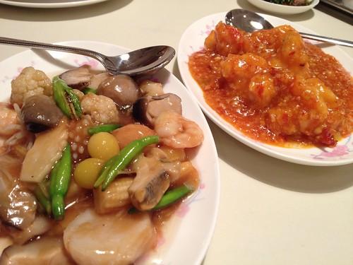 ランチコースのエビチリと海鮮八宝菜。@登龍 麻布店