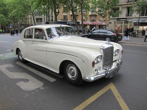 Paris to ban older cars  (2/6)