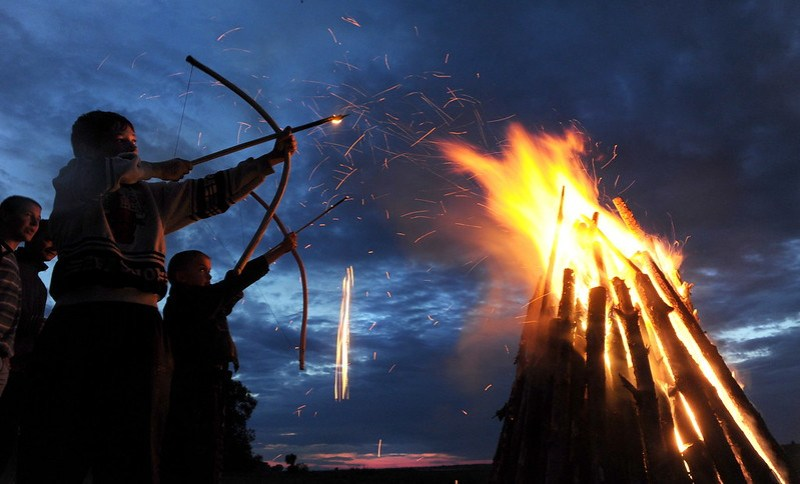 Flaming arrow.