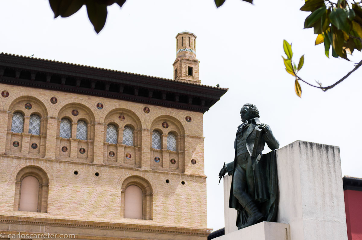 Monumento a Goya ante la Lonja