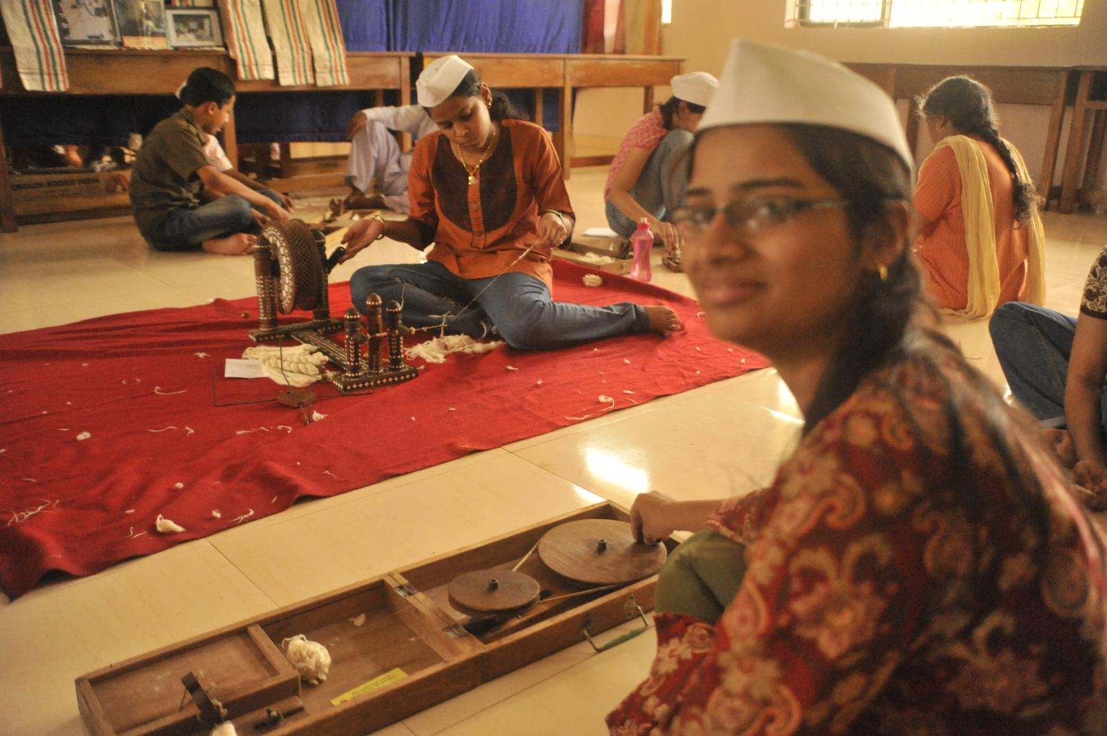 Gandhi Smriti facilitated the students to learn Charkha Spinning and creating yarn