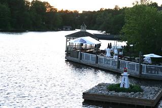 湖畔小餐館