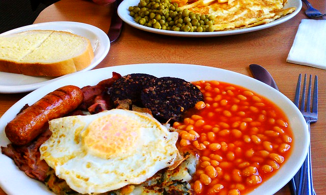 Ohhh, a painful attempt at English breakfast at The Crossways Cafe